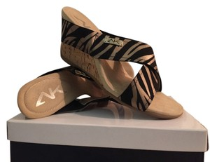 Anne Klein Gold/ Blk Zebra Sandals