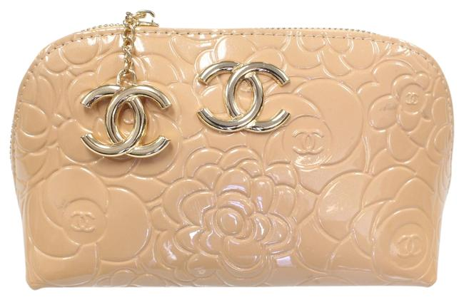 Item - Camellia Signature Floral Embossed Gold Patent Cosmetic Rose Ivory Leather Weekend/Travel Bag