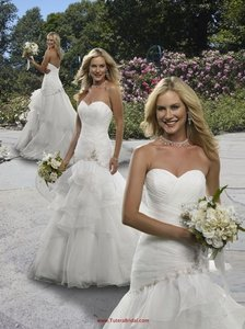 Forever Yours White 411110 Sexy Wedding Dress Size 8 (M)
