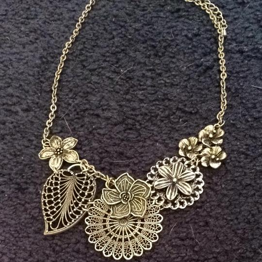 Premier Designs Flower Necklace