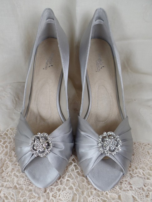 Item - Silver Silk Charise Formal Size US 8.5 Regular (M, B)