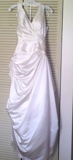 David's Bridal Ivory Satin V3189 Feminine Wedding Dress Size 4 (S)