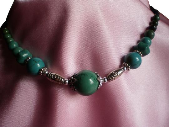 Preload https://img-static.tradesy.com/item/778994/turquoise-new-magnesite-silver-finished-steel-necklace-0-1-540-540.jpg