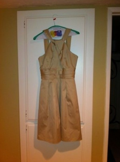 Item - Champagne Cotton Short Y-neck and Skirt Pleating Formal Bridesmaid/Mob Dress Size 6 (S)