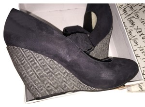 XOXO Black Black/White Wedges