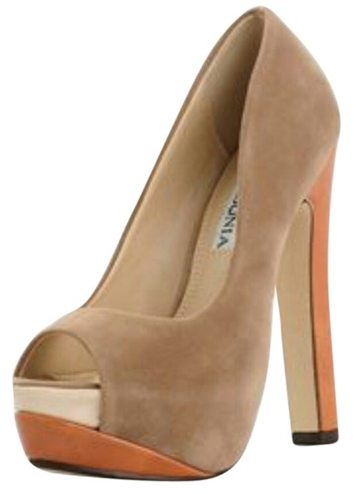Lasonia Tan Pumps