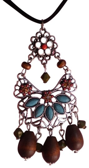 Preload https://item5.tradesy.com/images/new-necklace-783574-0-1.jpg?width=440&height=440