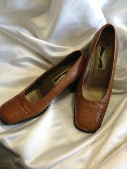 Caressa brown Pumps