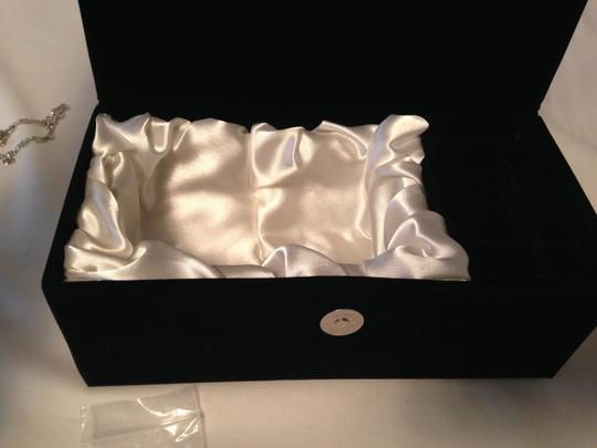 Jere Evening Clear & Crystals Long Chain Inside New Comes In A Covered Box. Silver/Black Clutch