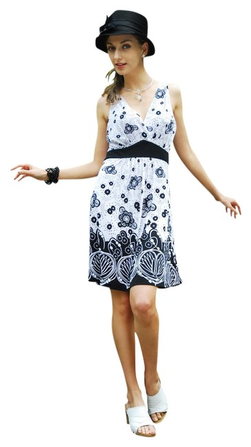 Chanceful short dress Black/White Floral Print Stylish Spring on Tradesy