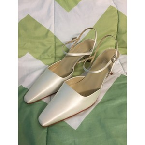Grace Footwear White Silk Stella Stella Pumps Size US 9.5 Regular (M, B)