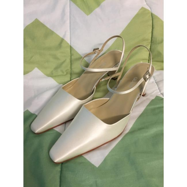 Grace Footwear White Silk Stella Pumps Size US 9.5 Regular (M, B) Grace Footwear White Silk Stella Pumps Size US 9.5 Regular (M, B) Image 1