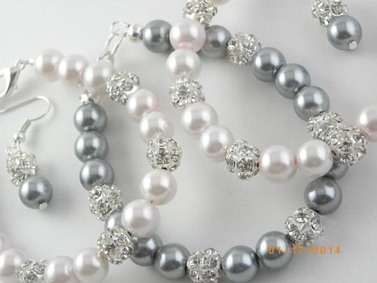 Preload https://img-static.tradesy.com/item/786657/grey-pink-sale-of-6-bracelet-and-earrings-bridesmaid-pearl-bridesmaid-bracelet-pearl-bracelet-jewelr-0-0-540-540.jpg