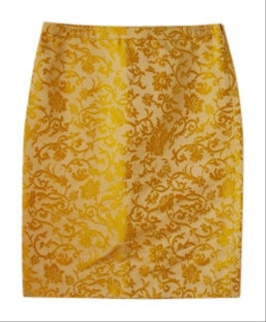 Preload https://item3.tradesy.com/images/banana-republic-cream-and-gold-silk-brocade-knee-length-skirt-size-6-s-28-7867-0-0.jpg?width=400&height=650