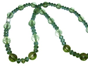 Sparkling green vintage lucite plastic beaded necklace - really beautiful textured ball beads