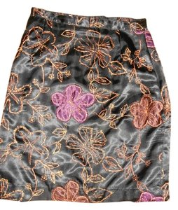 Newport News Satin Stitched Floral Copper Size 6 Skirt BLACK/FLORAL