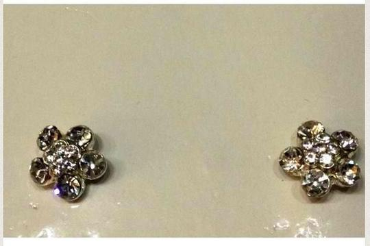 Other New Silver tone Set with white flowers very cute