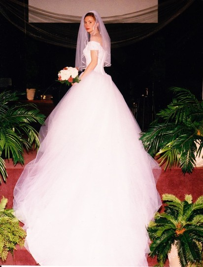 White Unknown Gown Package Traditional Wedding Dress Size 8 (M)