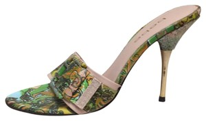 bebe Green and gold pattern Pumps