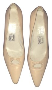 Salvatore Ferragamo light pink Pumps
