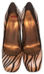 Guess Black and white (zebra) Pumps