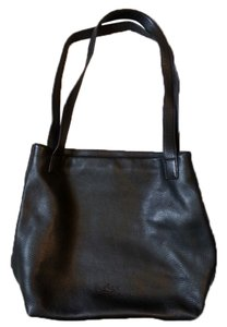 Stone Mountain Accessories Classic Roomy Leather Tote in Black
