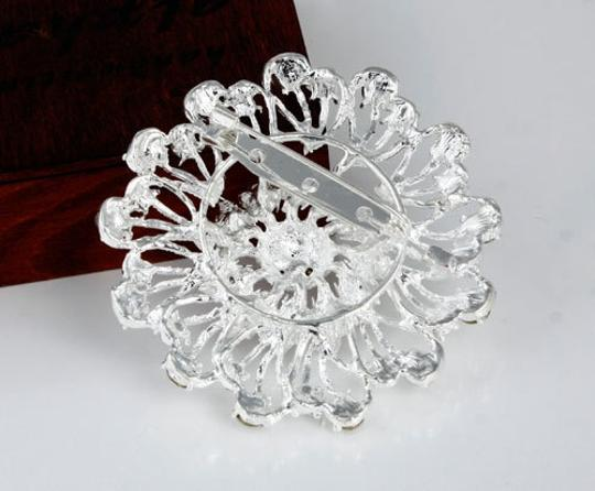 White Fashion Silver Hollow Flower Shape Brooch/Pin