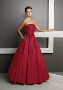 Mori Lee Red Taffeta 230 Modern Bridesmaid/Mob Dress Size 6 (S)
