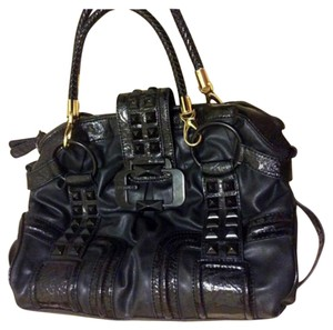 Guess Leather Chic Handbag Satchel in Black