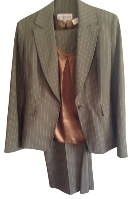 Preload https://img-static.tradesy.com/item/790551/jones-new-york-light-brown-pinstripe-pant-suit-size-6-s-0-0-650-650.jpg