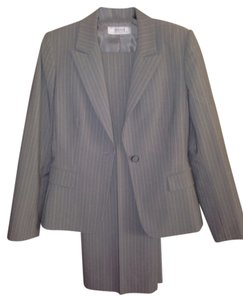 Elie Tahari by Arthur S. Levine Stylish Suit
