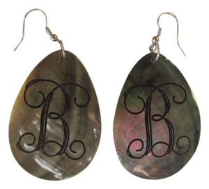 OTHER BEAUTIFUL OVAL INITIAL EARRINGS.