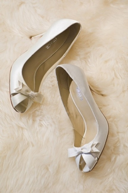 Item - Candlelight Chelsea Pumps Size US 6.5