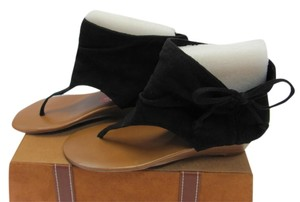 R2 Very Good Condition Size 8.00 Black Sandals