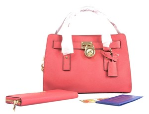Michael by Michael Kors Hamilton 18k E/w Saffiano Satchel in Watermelon