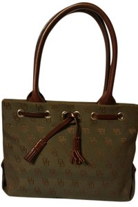 Dooney & Bourke Tote in forest green