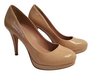 Derek Heart in D Nude Patent Pumps Platform Heels Shoe 8 1/2 Classic Beige Shiny Faux Pumps