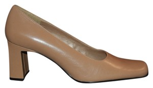 Bandolino Square Toe Kidskin Tan Block Heel 2.75 Heel Birch (Tan) Pumps