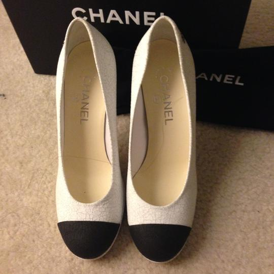 Chanel Black Leather WHITE Pumps Image 3