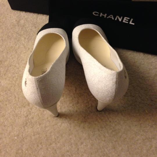 Chanel Black Leather WHITE Pumps Image 4