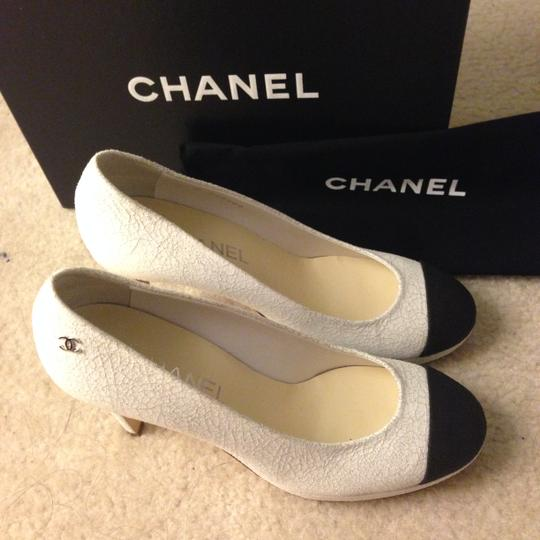 Chanel Black Leather WHITE Pumps Image 5