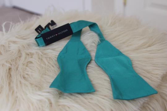 Tommy Hilfiger Tommy Hilfiger To-Tie Solid Turquoise Bow Tie Image 1