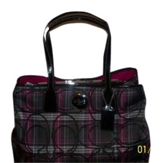 Preload https://item1.tradesy.com/images/coach-black-and-purplepink-shoulder-bag-7990-0-0.jpg?width=440&height=440