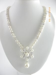 Ivory Pearl Victorian Glass Pearl Pearl Pendant Necklace