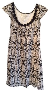 Max Studio short dress Black and White Lightweight Cotton Lined Fleur De Lys Patter & Forgiving Cap Sleeves on Tradesy