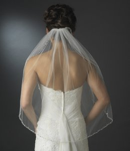 Elegance By Carbonneau Single Layer Beaded Edge Elbow Length Bridal Veil In White
