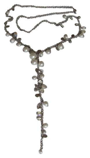 Preload https://img-static.tradesy.com/item/802637/silvertone-white-drop-pearls-leaves-necklace-0-0-540-540.jpg