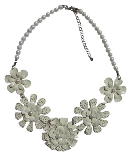 Other 5 FLOWERS STATEMENT NECKLACE