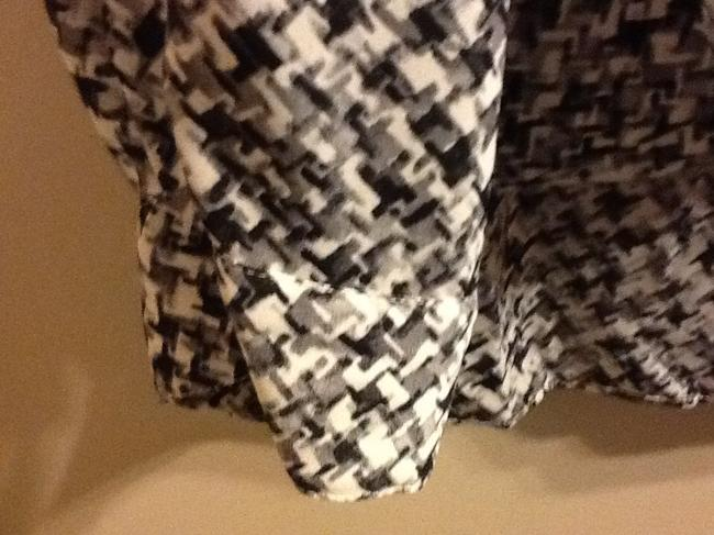 Vince Camuto Wrap Geometric Patterning Long Sleeve Loose Fitting Flowy Professional Office Wrap Around Top White/Grey/Black