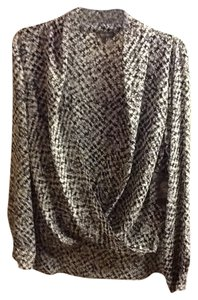 Vince Camuto Wrap Geometric Patterning Long Sleeve Loose Fitting Flowy Professional Office Wrap Around Nwt Top White/Grey/Black